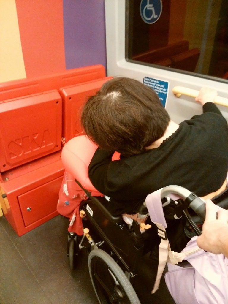 地下鉄の車椅子スペース