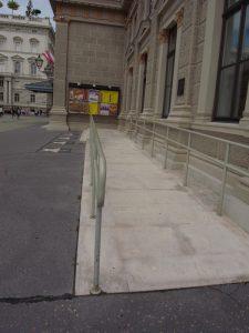 楽友協会ホールの入り口スロープ