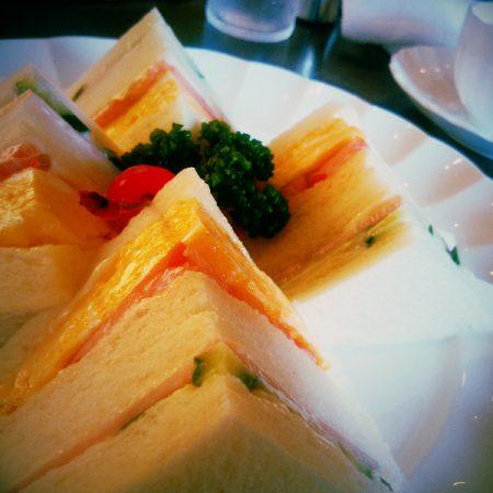 喫茶店のサンドイッチ